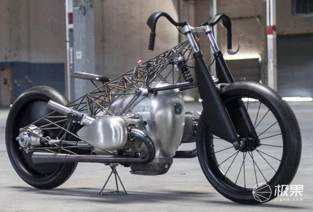 """宝马概念摩托车,棱角分明、造型浮夸,网友不理解:""""帅""""有用?"""