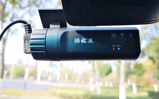 万鸥W7双镜头行车记录仪|鹰的眼睛,任何细节都插翅难逃