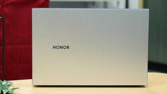 入门价格,旗舰品质,越级体验!荣耀MagicBook14评测