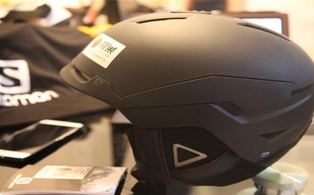 全方位吸收沖擊讓你腎上腺暴增的滑雪頭盔