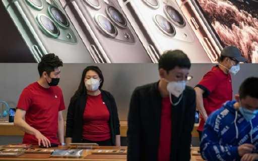 """全國臨時閉店42家!狂賺6000億后蘋果遭遇""""病毒地獄""""?春季新品上市成迷……"""