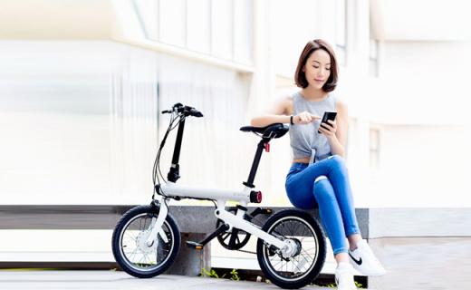 小米電動自行車:輕盈可折疊,超長續航可連接App