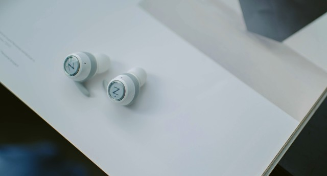 两百多的降噪耳机!HIFI音质很强大,小姐姐最新的潮流单品!