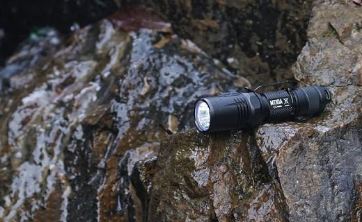 挖坑 | 全世界超好用的手電筒,照明點火煮雞蛋都能干