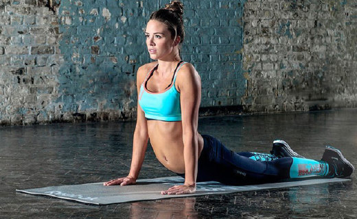 銳步PVC防滑瑜伽墊:加厚材質增加回彈效果,防滑性極佳