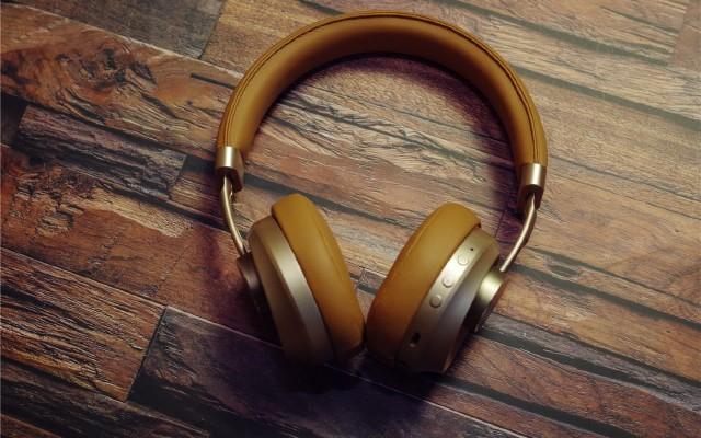音质到位价格实在双模是亮点,惠威AW65蓝牙耳机评测