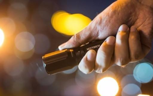 我的戶外隨身手電 - 納麗德E6手電評測