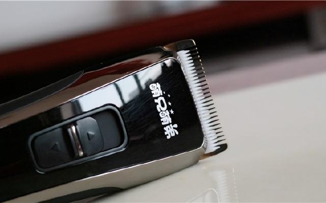 这款海尔理发器还不错,给孩子推了给自己推