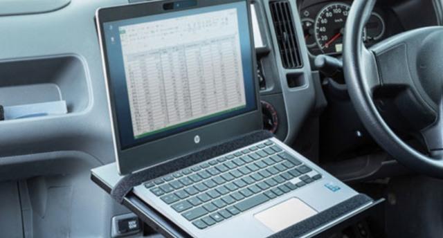 隨身辦公更進一步?!日本科技公司發明了一款車載電腦支架
