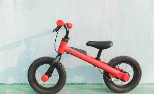 蹬~蹬蹬蹬?#29275;?#23567;盆友的第一辆滑步车   九号儿童滑步自行车体验