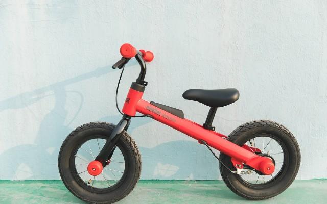 蹬~蹬蹬蹬蹬,小盆友的第一輛滑步車 | 九號兒童滑步自行車體驗