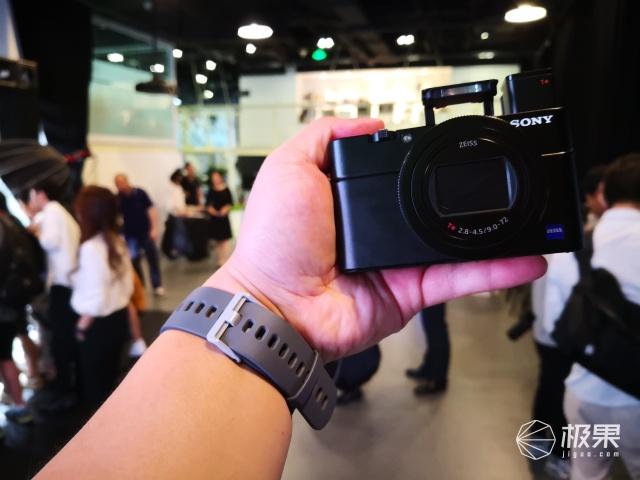 「动手玩」口袋中的α9!索尼七代黑卡RX100VII体验:千万别眨眼