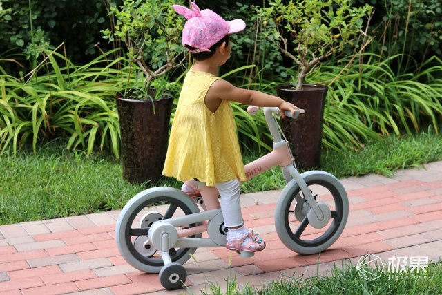 小米推出米兔儿童自行车,全车光滑无棱角,采用双重刹车方式