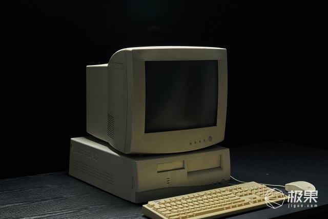 老车改装风靡全世界?这波古董电脑重生,竟把魔改玩出人情味!