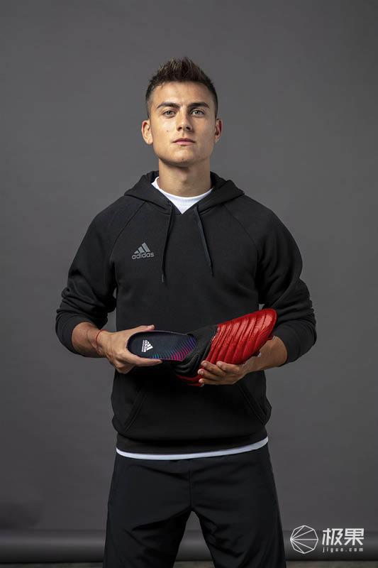 阿迪达斯发布全新GMR鞋垫,可实现足球追踪泄漏