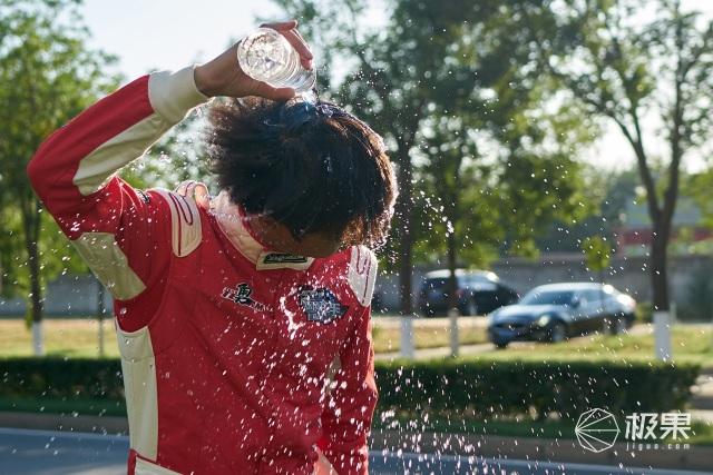 賽車手的好搭檔,拉力賽冠軍選擇「瀑布洗」熱水器
