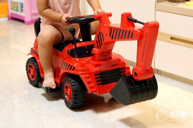 QBORN儿童挖掘机,可操控挖臂挖斗,电动油门安全防撞