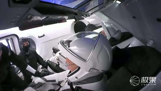 """""""狂人""""马斯克创造人类航天史!SpaceX完成首次载人商业发射,又一创举!"""