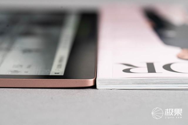一份金钱两份收获!YOGABook2上手万博体育max下载,超薄笔记本竟不如杂志厚