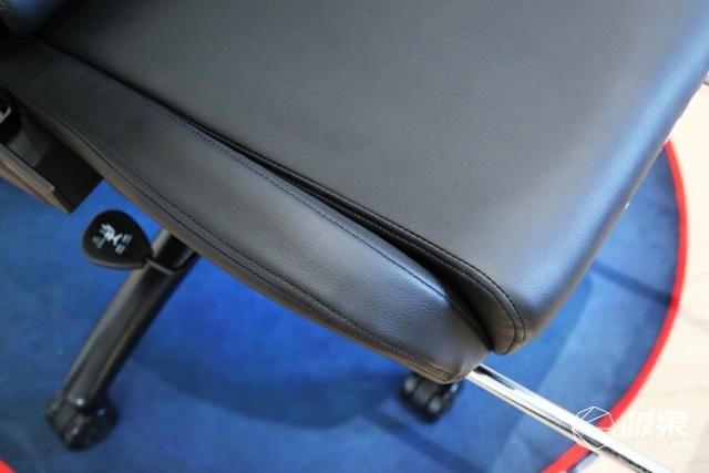 开启电竞座椅新次元:傲风机械臂电竞椅开箱