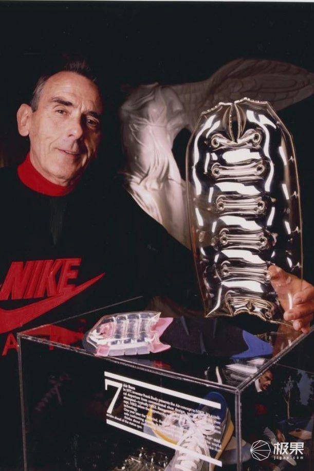 丑鞋一雙60萬,AJ的親爸爸,耐克這顆搖錢樹如今卻只能賣情懷......