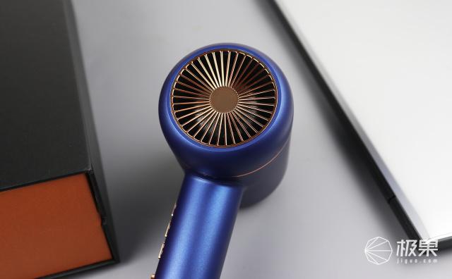 有顏又能打,這款水離子吹風機讓你秀發光澤順滑