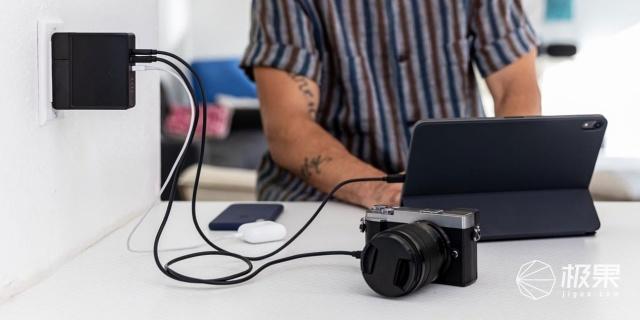 「新东西」Mophie推出新款充电站,充电宝/墙插二合一