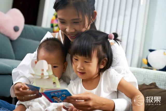 主持人變身育嬰師凈水洗呵護寶寶敏感肌