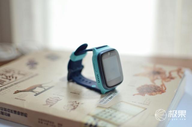 性价比超高的儿童手表:精准定位一键报警,它让爸妈更放心!