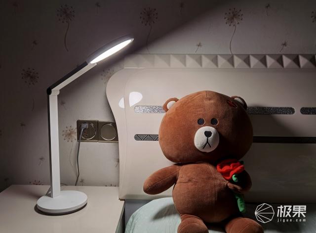 有了这款智睿读写台灯,我都懒得开房间大灯了