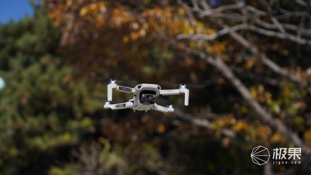 大疆最新款mini「成人玩具」!轻小便携,性能对标旗舰机,小白上手就能飞