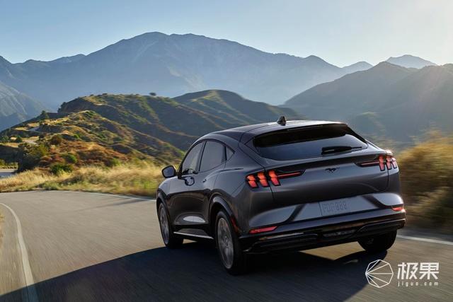 美国国宝级肌肉车国产了!27万起售对标ModelY,看完配置我傻了……