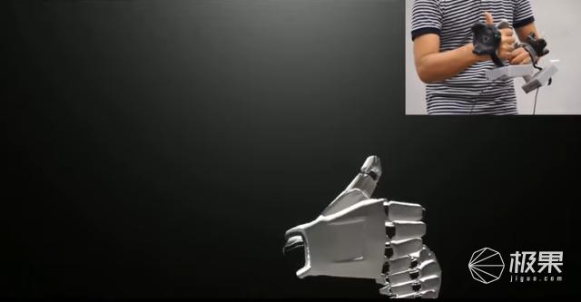 索尼推出新VR控制手柄!支持手动追踪功能,采用关节式设计