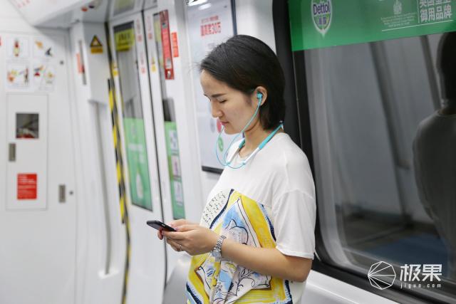 耳机也能通过语音点歌了,DOSSS32小度版智能蓝牙耳机