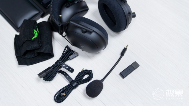 三模连接一步到位,游戏宅女必备的雷蛇电竞外设套装
