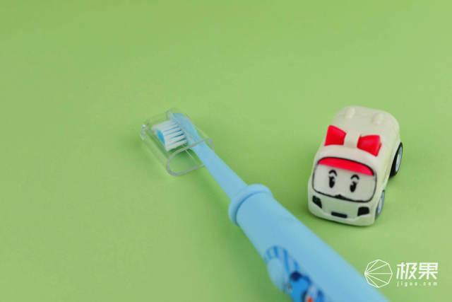 该给孩子挑怎样的电动牙刷?刷毛软能指导会评分让孩子爱上刷牙