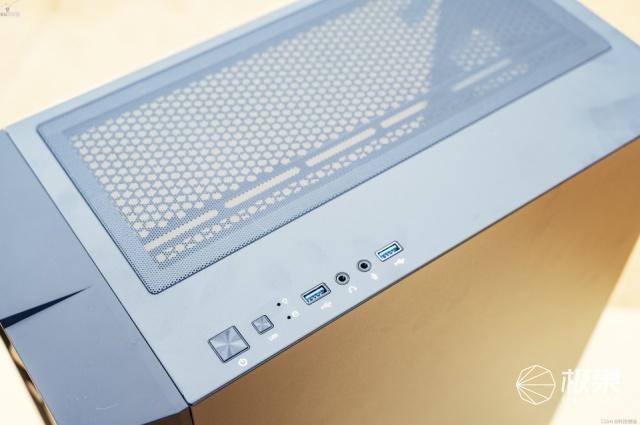 大气耐用的炫彩机箱,预装180mm大风扇,安钛克NX700
