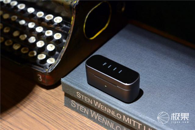 FIIL新品:双重降噪,还支持无线充电,喧闹的室外体验如何?