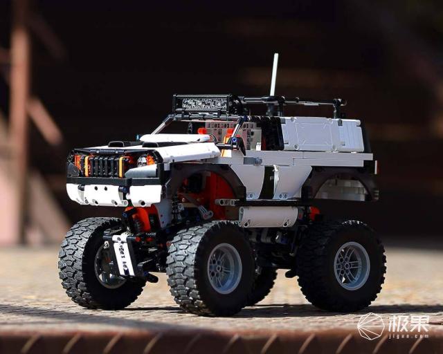 「新东西」大男孩的玩具?小米众筹上架智能积木越野四驱车