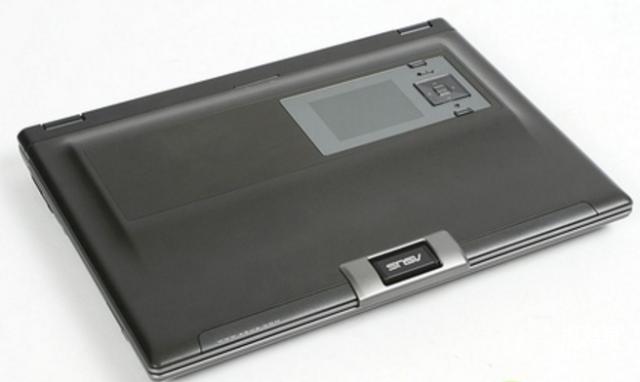 笔记本中的变形金刚:啪一下变出7个屏幕,重达12公斤