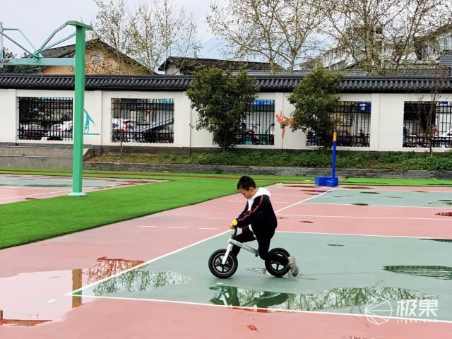远离屏幕,让孩子去户外玩耍 700Kids柒小佰B1测评