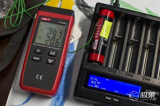 霸气八槽全功能充电电池解决方案—XTARVC8