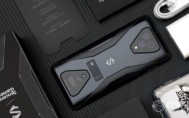 7个角度,了解腾讯黑鲨游戏手机3,看完就能决定买不买