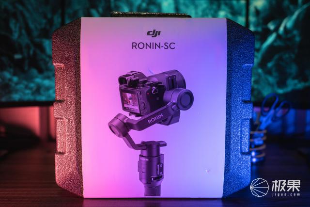 让专业变得轻:而易举大疆RONIN如影SC稳定器测评