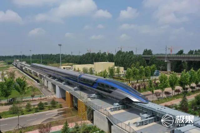 地表最快!时速600公里国产「超级高铁」下线,能贴地飞行了...