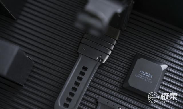 努比亚Watch柔性屏手表