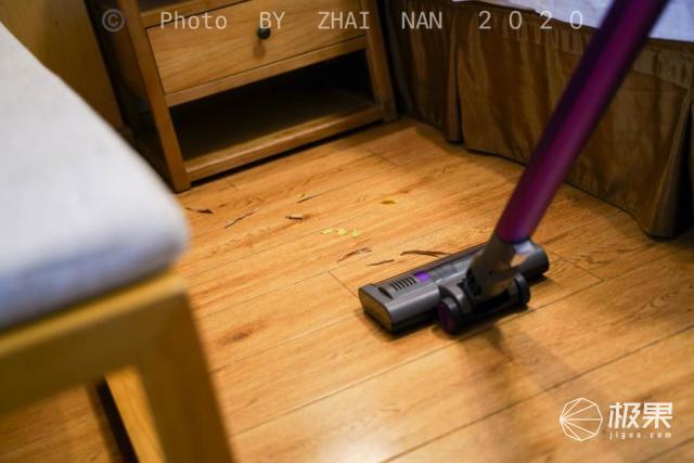 当选年轻人的第一款手持轻便吸尘器,这一次不是小米,吉米小轻杆