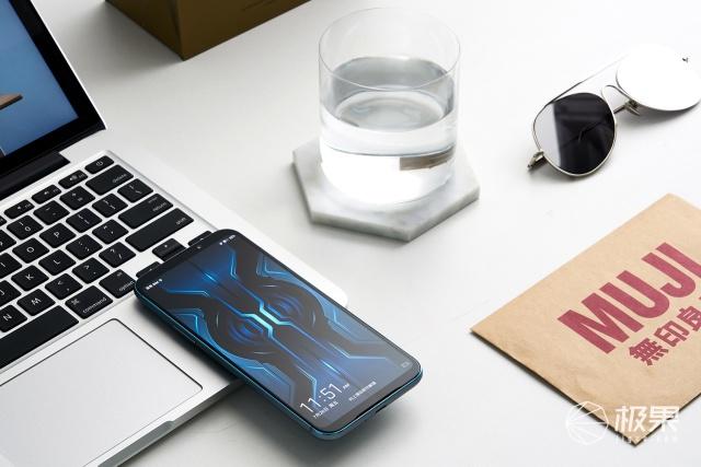 「动手玩」黑鲨游戏手机2Pro评测:自带外挂!跑分50万,体验真的好吗?