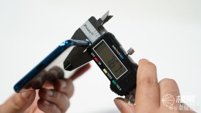 荣耀高管发布荣耀20青春版真机照7.67mm或为当前主流手机最薄