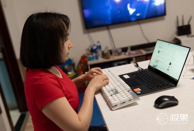 女生PC外设搭档:盖世小鸡机械键盘GK300